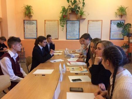 Феодосийские школьники проводят переговоры и подписывают соглашения