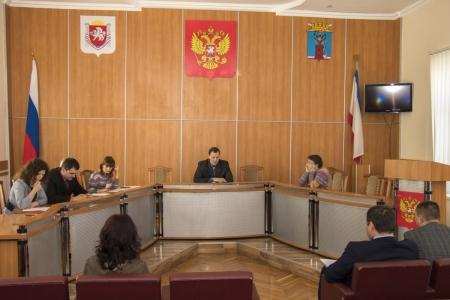 В Администрацию города Феодосии приняты на муниципальную службу 11 человек