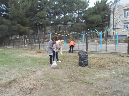 Сотрудники щебетовского детского сада провели субботник