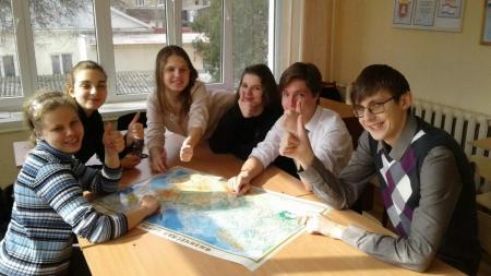 Юные журналисты посвятили Крыму и России плакат и сборник сочинений