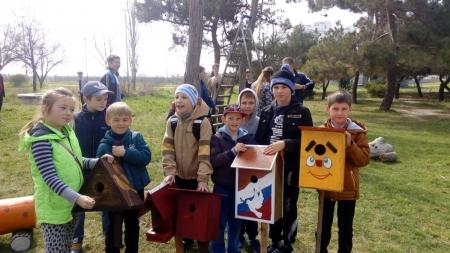Школьники Орджоникидзе облагораживают поселок