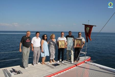 Феодосия встретила Морской крестный ход, посвященный трезвому образу жизни