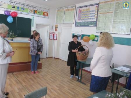Глава Береговой сельской администрации поздравила педагогов с праздником
