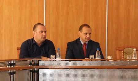 Глава Феодосии подписал контракт с Главой администрации