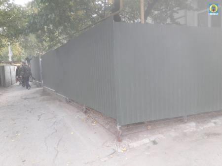 Житель Феодосии незаконно установил ограждение на муниципальной территории