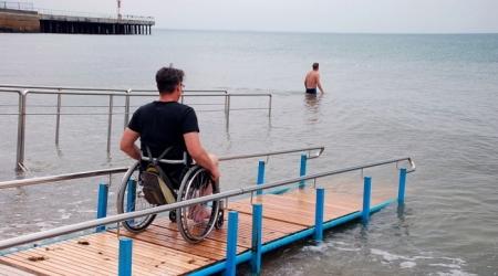 Феодосийские муниципальные пляжи к лету оборудуют для отдыха инвалидов