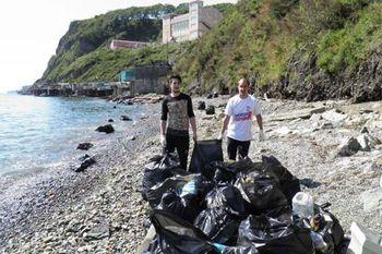 Сотрудники минэкологии и Управления особо охраняемыми природными территориями очистили от мусора Тихую бухту и акваторию