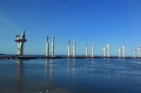 Строители возвели уже 7 опор Крымского моста