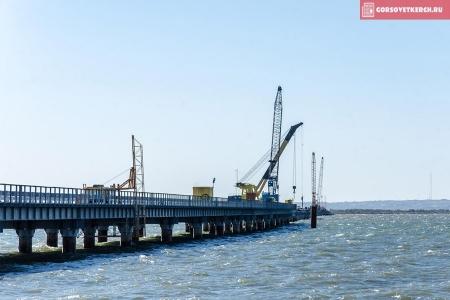 Строители возвели уже 10 опор автомобильной и железнодорожной частей Крымского моста