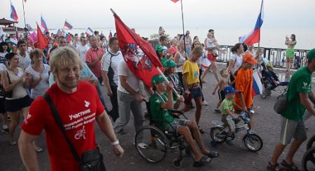 Более 500 человек приняли участие в акции в поддержку российских паралимпийцев, которая состоялась в Феодосии