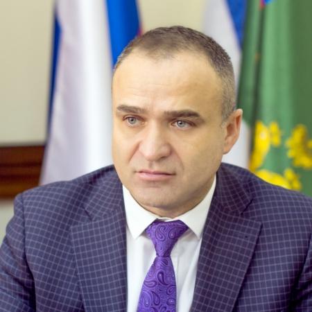Глава администрации Феодосии решил сэкономить на помощниках, советниках и замах