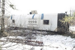 Фуры в районе Грушевского перевала скопились из-за перевернувшегося пассажирского автобуса – МЧС