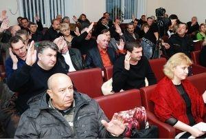 Феодосийские депутаты отклонили представление прокуратуры с требованием досрочно прекратить полномочия четырех их коллег (Документы)