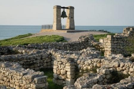 Севастопольские власти надеются привлечь к ответственности виновных в уничтожении античной усадьбы на полуострове Маячный