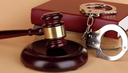 Суд арестовал севастопольского адвоката, подозреваемого в даче крупной взятки