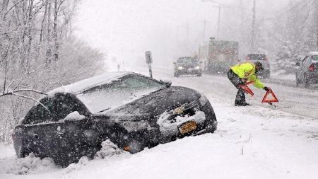 Ситуация на крымских дорогах остаётся стабильной, несмотря на тяжёлые погодные условия – МЧС