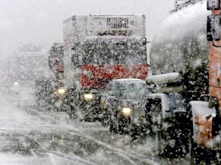 Транспортный затор на выезде из Симферополя в Евпаторию образовался из-за заноса фуры – ГИБДД