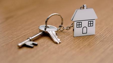 Шестеро репатриантов из Первомайского района получили ключи от новых квартир, еще одному переданы 200 тыс руб на достройку дома