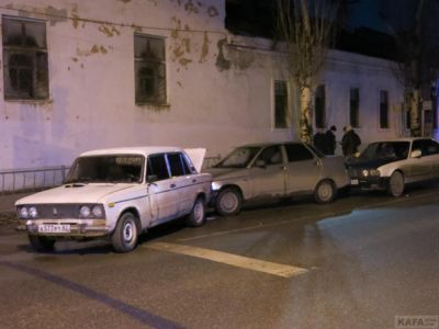В пятницу 13-го в Феодосии на перекрестке Симферопольского шоссе и Чкалова авария с участием четырех автомобилей