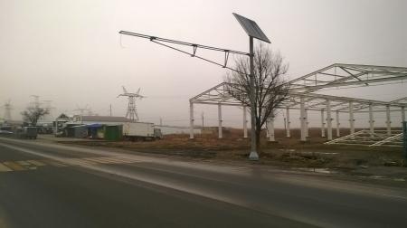 В Феодосии устанавливают светофоры на солнечных батареях