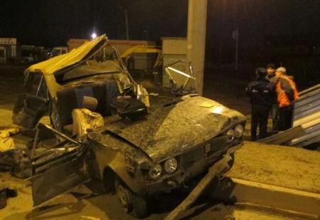 Один человек погиб и трое получили травмы при столкновении «Жигулей» с бетонной опорой в Ленинском районе Крыма