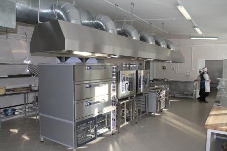 Подрядчики срывают сроки работ по капремонтам пищеблоков в двух школах Феодосии
