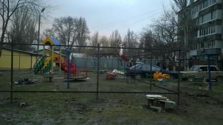 Мутная история с детской площадкой по ул. Федько 103