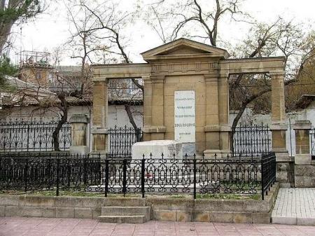 Минкульт Крыма не может заниматься реставрацией могилы Айвазовского, поскольку та находится в ведении Феодосийского муниципалитета – министр