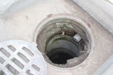 14 февраля пгт. Коктебель — Рейд по выявлению незаконных врезок в централизованную систему ливневой канализации (Видео)