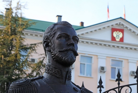 Комиссия Крымской епархии не нашла следов мироточения бюста Николая II и икон в прокурорской часовне в Симферополе