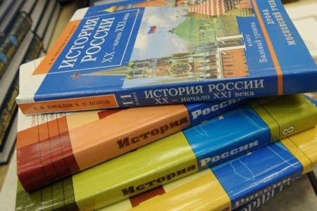 Крымские школы получают в среднем 600-700 тыс рублей в год на закупку учебников и оборудования – министр образования